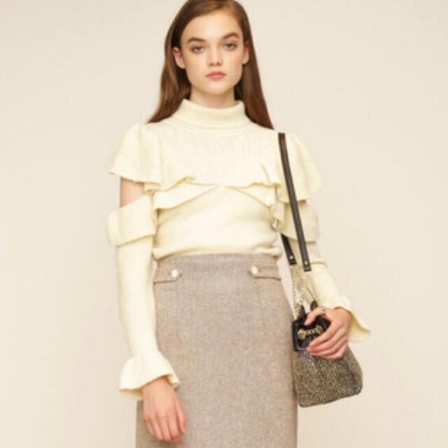 Lily Brown(リリーブラウン)のLiLybrown❤フリル肩あきニットプルオーバー レディースのトップス(ニット/セーター)の商品写真