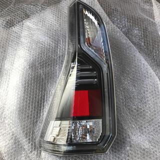 セレナ(SERENA)の日産 セレナ C27 e-POWER 純正 左テールランプ NISSAN(車種別パーツ)
