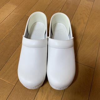 ダンスコ(dansko)の39 ダンスコ プロフェッショナル ホワイト(ローファー/革靴)