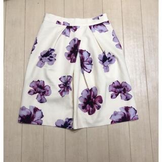 セシルマクビー(CECIL McBEE)のCECIL McBEE*大花柄スカート*ホワイト(ひざ丈スカート)