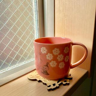 リトルミー(Little Me)のムーミン ミイ マグカップ   木製コースター付き(グラス/カップ)
