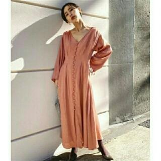 アメリヴィンテージ(Ameri VINTAGE)のAMERIVINTAGE TUCK SHAPE DRESS(ロングワンピース/マキシワンピース)