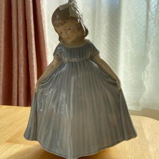 ロイヤルコペンハーゲン(ROYAL COPENHAGEN)のロイヤルコペンハーゲン フィギュリン ドレスを着た女の子(置物)