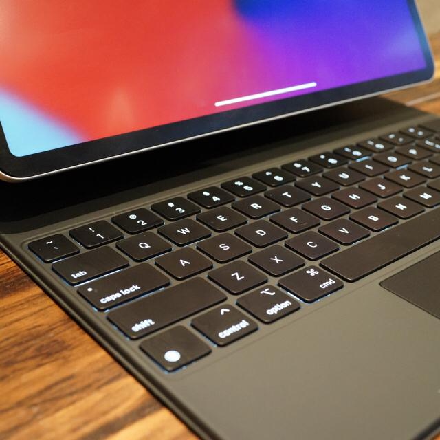 Apple(アップル)のiPad Pro 12.9インチ 第4世代 Wi-Fi 256GB 銀 美品 スマホ/家電/カメラのPC/タブレット(タブレット)の商品写真