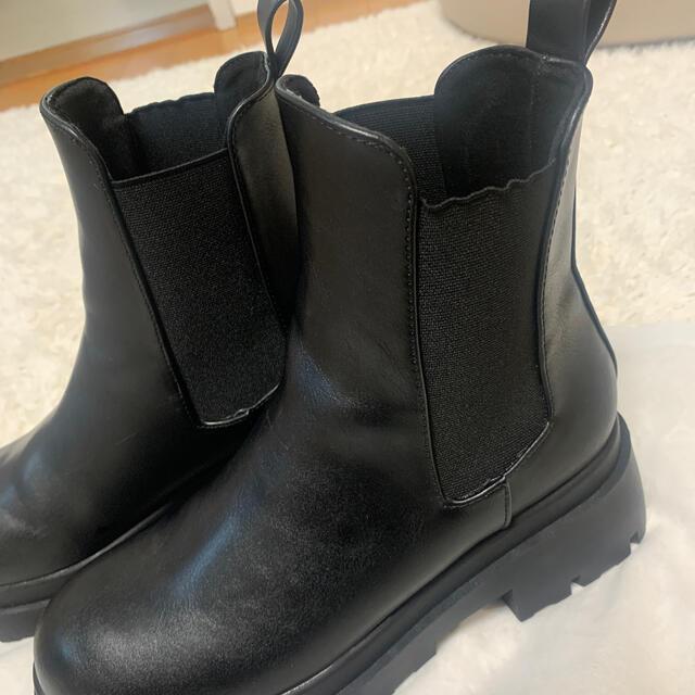 ZARA(ザラ)のトラックソール付きローヒールアングルブーツ ZARA レディースの靴/シューズ(ブーツ)の商品写真