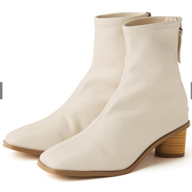 GRL(グレイル)のスクエアトゥサークルヒールレザーショートブーツ レディースの靴/シューズ(ブーツ)の商品写真