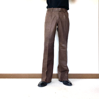 トーガ(TOGA)のcalf-leather flare slacks (スラックス)