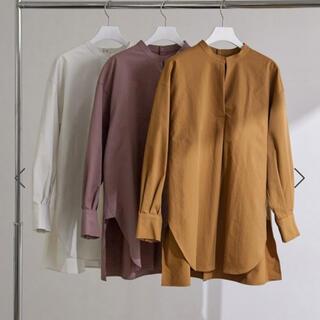 アダムエロぺ(Adam et Rope')のバックオープンバンドカラーシャツ(シャツ/ブラウス(長袖/七分))