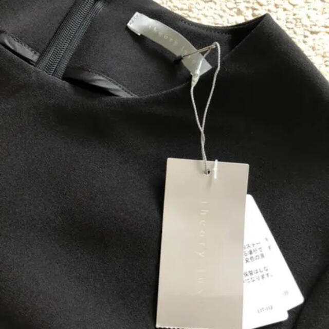 Theory luxe(セオリーリュクス)の新品タグ付theory luxeトリアセテートジョーゼット黒半袖 レディースのトップス(カットソー(半袖/袖なし))の商品写真