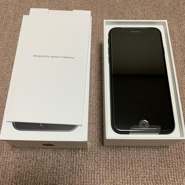 iPhone(アイフォーン)のiPhone SE2 第二世代 新品未使用 64GB ブラック SIMフリー スマホ/家電/カメラのスマートフォン/携帯電話(スマートフォン本体)の商品写真