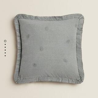 ZARA HOME - 刺繍入りクッションカバー 45×45