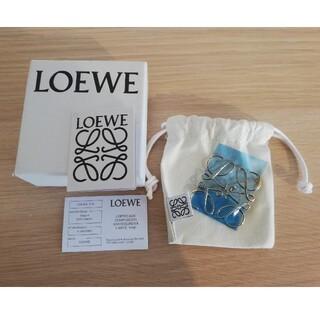 ロエベ(LOEWE)の【新品】LOEWEロエベ ブローチ ゴールド(ブローチ/コサージュ)