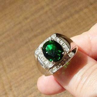 大特価🎀新品!未使用!エメラルド・キュービックジルコニアの指輪(21号)(リング(指輪))