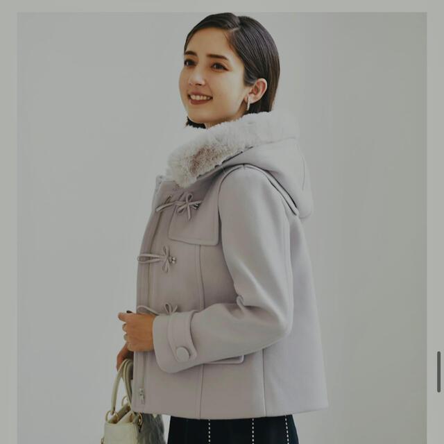 tocco(トッコ)の取り外し可能なフードファー付きリボントグルショート丈ダッフルコート レディースのジャケット/アウター(ダッフルコート)の商品写真