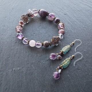 「紫香の花園」チャロアイトとアメジストの天然石ブレスレット(ブレスレット/バングル)