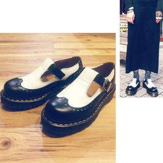 ドクターマーチン(Dr.Martens)の【美品】ドクターマーチン白黒シューズ(ローファー/革靴)