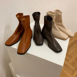 i_am_official to square flat boots