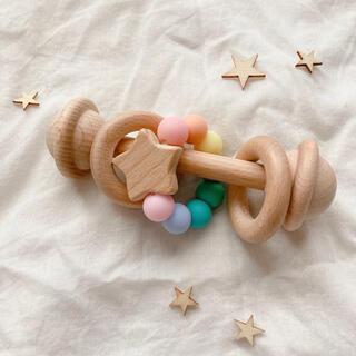 木製 マカロンカラー ラトル 星