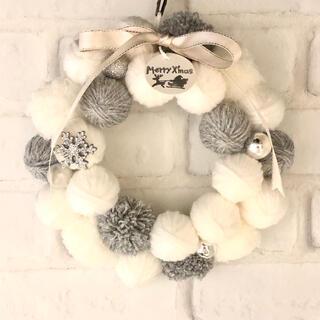 毛糸玉クリスマスリースNo.6ホワイトシルバー雪の結晶付きSサイズ(リース)