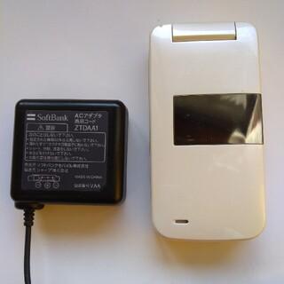 ソフトバンク(Softbank)のガラケー ソフトバンク  携帯 830SHと充電器(ACアダプター)(携帯電話本体)
