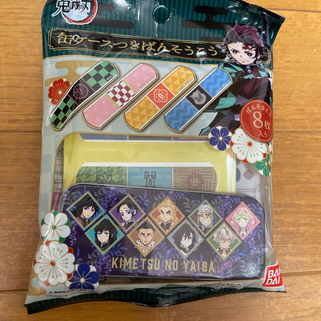BANDAI(バンダイ)の鬼滅の刃缶ケースつきばんそうこう エンタメ/ホビーのおもちゃ/ぬいぐるみ(キャラクターグッズ)の商品写真