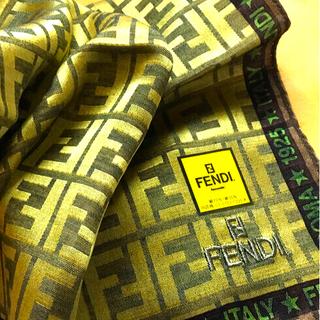 FENDI - 未使用 フェンディ ハンカチスカーフ   シルク混 Brilliant bird