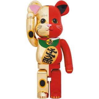 メディコムトイ(MEDICOM TOY)のBE@RBRICK 招き猫  金×赤 銀×黒 1000% 新品 未開封(キャラクターグッズ)