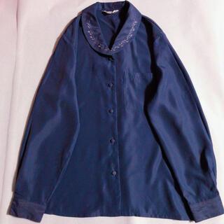 サンタモニカ(Santa Monica)の古着 丸襟 刺繍 くるみボタン 青紫 ガーリーブラウス エレガント 上品 大人 (シャツ/ブラウス(長袖/七分))