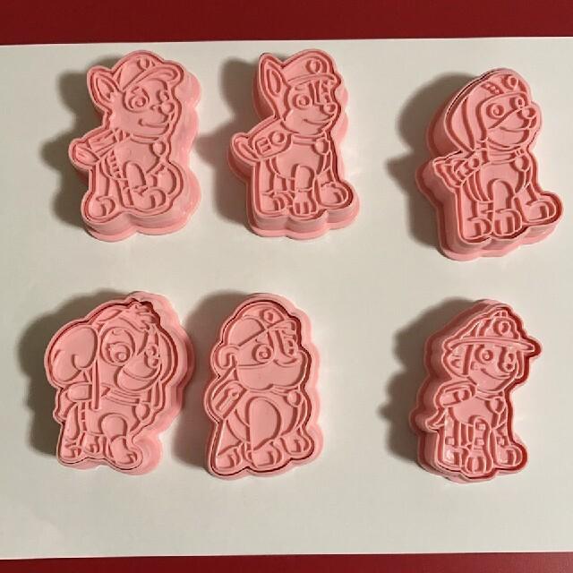 パウパトロール*クッキー型  訳あり インテリア/住まい/日用品のキッチン/食器(調理道具/製菓道具)の商品写真