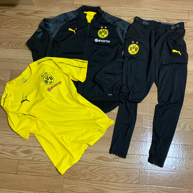 PUMA(プーマ)のプーマ ドルトムント ジャージ 上下セット +Tシャツ スポーツ/アウトドアのサッカー/フットサル(ウェア)の商品写真