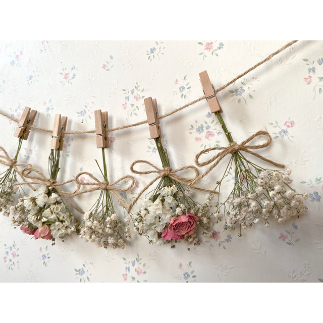 ホワイトかすみ草とサーモンピンクのバラのドライフラワーガーランド♡スワッグ♡ ハンドメイドのフラワー/ガーデン(ドライフラワー)の商品写真