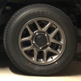 スズキ(スズキ)のほぼ新品JB64純正アルミホイール&純正タイヤナット付 ジムニー  2020年 (タイヤ・ホイールセット)