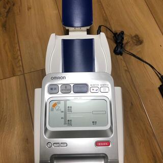 OMRON - オムロン(omron)  上腕式血圧計 HEM-1021