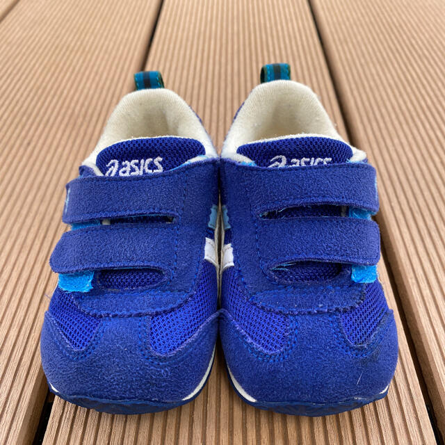 familiar(ファミリア)のスニーカー ファミリア asics アシックス キッズ アイダホ 13.5cm キッズ/ベビー/マタニティのベビー靴/シューズ(~14cm)(スニーカー)の商品写真