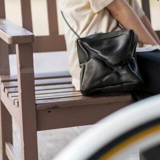 【美品】KAGARI YUSUKE カガリユウスケ ピクセルスキン ミニバッグ
