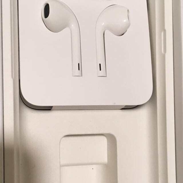 Apple(アップル)のiphone7付属 純正イヤホン  スマホ/家電/カメラのスマホアクセサリー(その他)の商品写真
