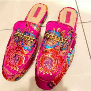 フォーエバートゥエンティーワン(FOREVER 21)のforever21 ピンク フラットシューズ(ローファー/革靴)