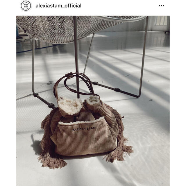 ALEXIA STAM(アリシアスタン)のReversible Drawstring Bag Brown アリシアスタン レディースのバッグ(ショルダーバッグ)の商品写真