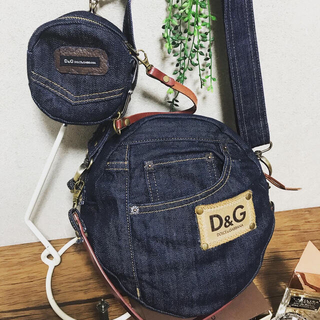 ディーアンドジー(D&G)のhandmade☆一点物D&Gミニポーチ付ラウンドデニムショルダーバッグ(バッグ)