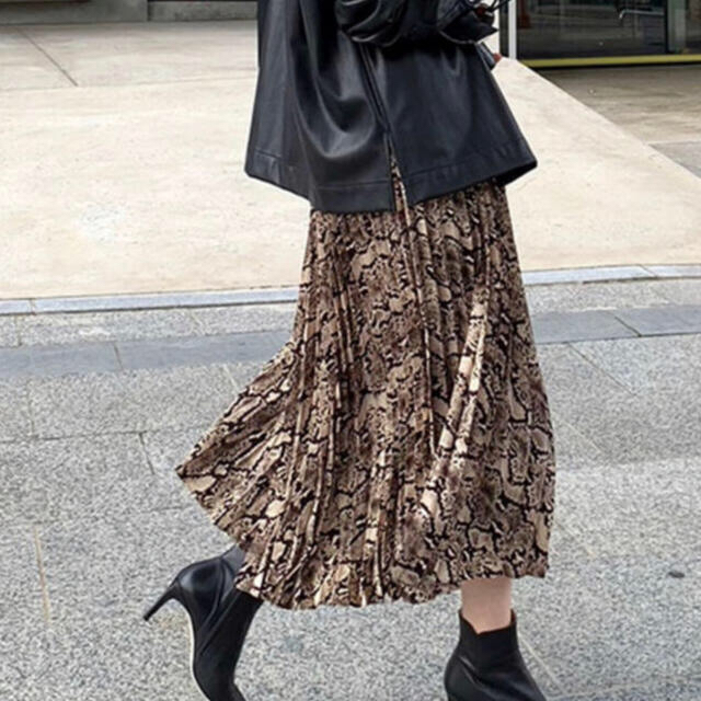 ZARA(ザラ)のパイソン柄プリーツスカート レディースのスカート(ロングスカート)の商品写真