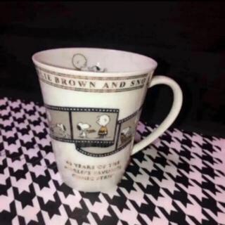 ピーナッツ(PEANUTS)のピーナッツ  スヌーピー  65周年記念マグカップ(キャラクターグッズ)