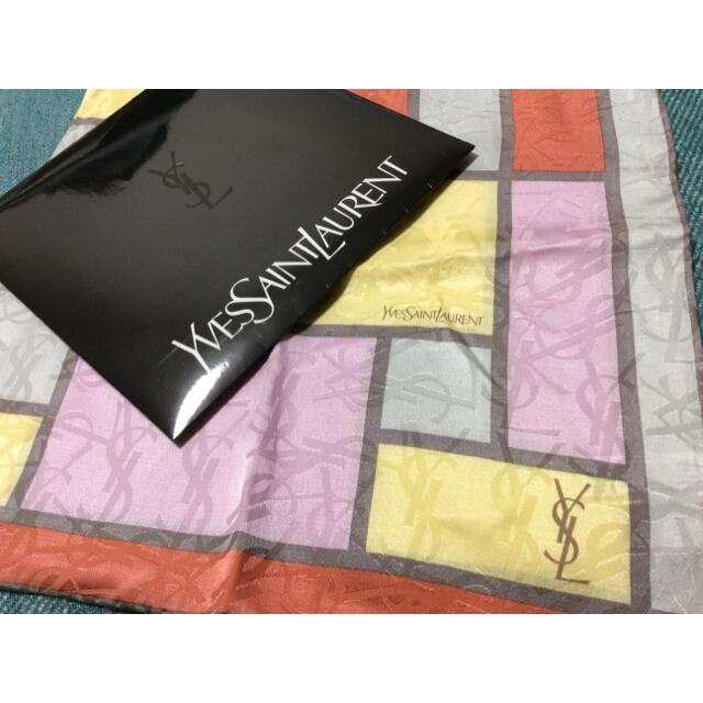 Saint Laurent(サンローラン)のイブサンローラン ロゴ ハンカチ スカーフ シルク レディースのファッション小物(ハンカチ)の商品写真