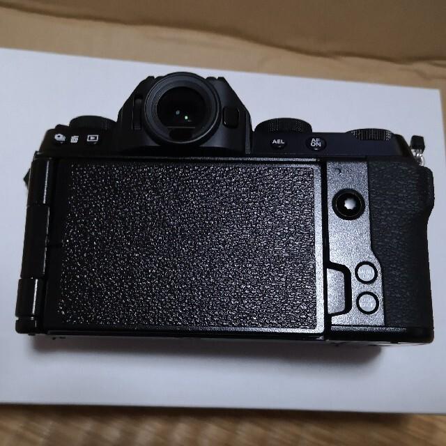 富士フイルム(フジフイルム)の【JOJO様専用】富士フィルム X-S10+SDカード+バッテリー 新品未使用品 スマホ/家電/カメラのカメラ(ミラーレス一眼)の商品写真