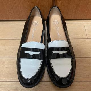イエナ(IENA)の値下 トータリエ ローファー  バイカラー エナメル イエナ 23(ローファー/革靴)