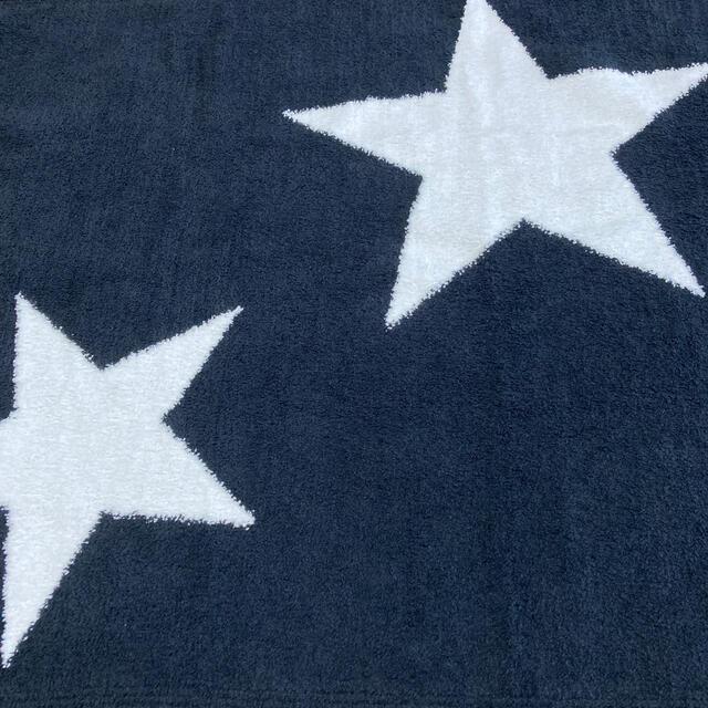 kashwere(カシウエア)の新品 カシウエア トラベルブランケット★黒×白 インテリア/住まい/日用品の寝具(毛布)の商品写真