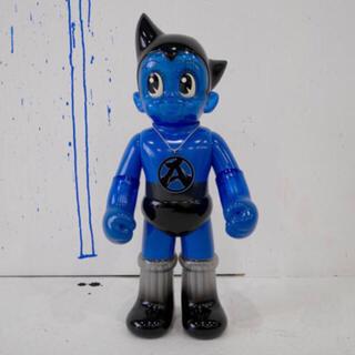 シークレットベース(SECRETBASE)のBIG SCALE 鉄腕アトム x sneakerwolf blue Ver(キャラクターグッズ)