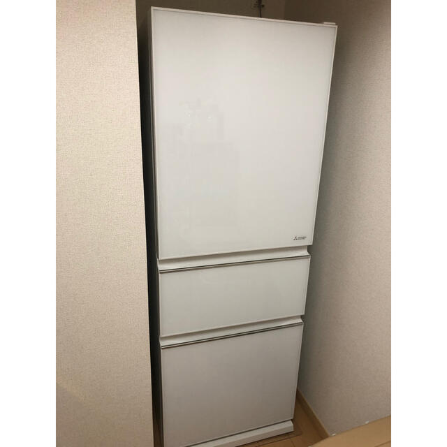 三菱(ミツビシ)の三菱 MR-CG33EE-W 330L ほぼ新品 冷蔵庫 右開き スマホ/家電/カメラの生活家電(冷蔵庫)の商品写真