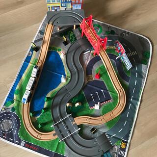 トイザラス(トイザらス)のイマジナリウム木製ロード&レールトレインセット(電車のおもちゃ/車)
