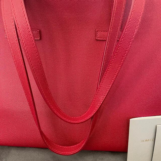 TOM FORD(トムフォード)の定価15万 TOM FORD トムフォード トートバッグ レッド 肩掛け レディースのバッグ(トートバッグ)の商品写真