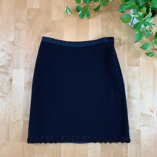 モスキーノ(MOSCHINO)のMOSCHINO モスキーノ 薔薇装飾 ウールブラックスカート イタリア製 L(ひざ丈スカート)